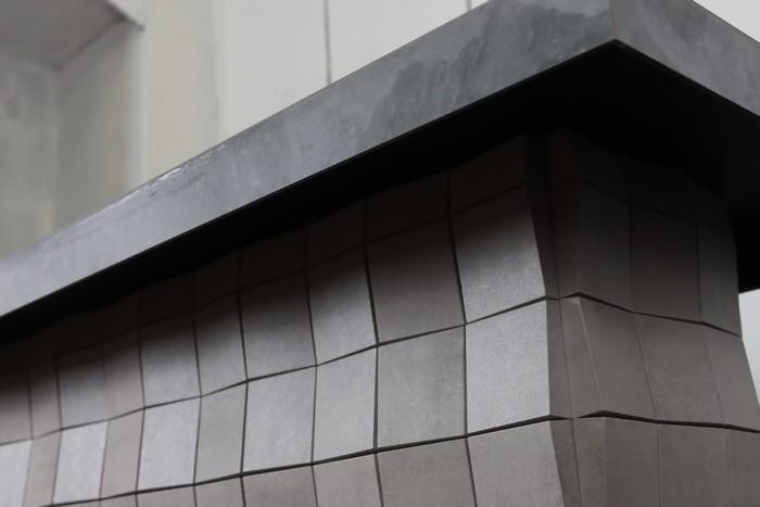 журнальный стол с камином на балконе
