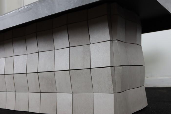 журнальный стол из керамогранита на балконе