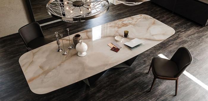 обеденный стол с биокамином из керамогранита