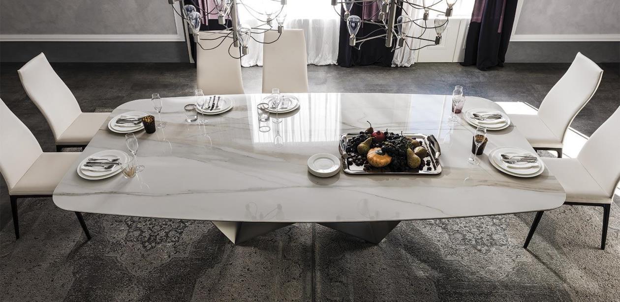 обеденный стол со столешницей из керамогранита