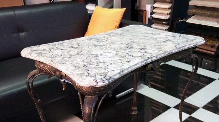 обеденный стол под мрамор из кварцевого агломерата