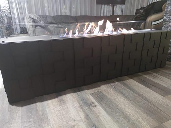 напольный камин, длиной два метра
