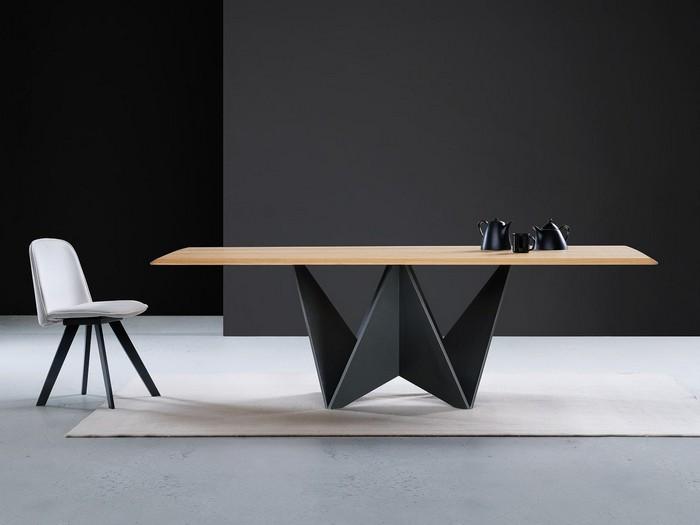 обеденный стол с подстольем из металла