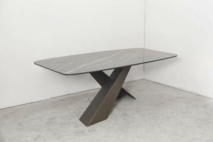 стол производства Mia Casa