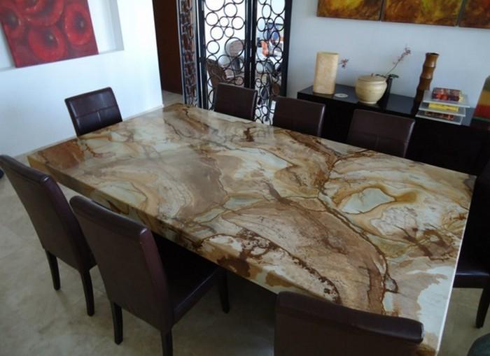 стол со столешницей из искусственного камня
